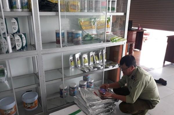 Trà Vinh kiểm tra sản phẩm xử lý môi trường nuôi trồng thủy sản