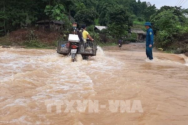 Mưa lũ gây ngập úng cục bộ, ách tắc giao thông tại Lào Cai