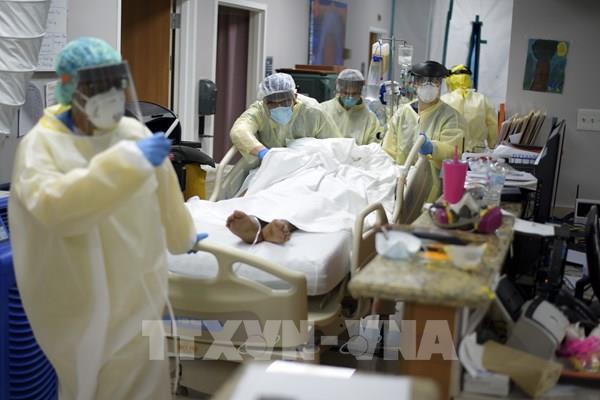 Mỹ: Số ca mắc COVID trong ngày cao nhất kể từ khi dịch bùng phát