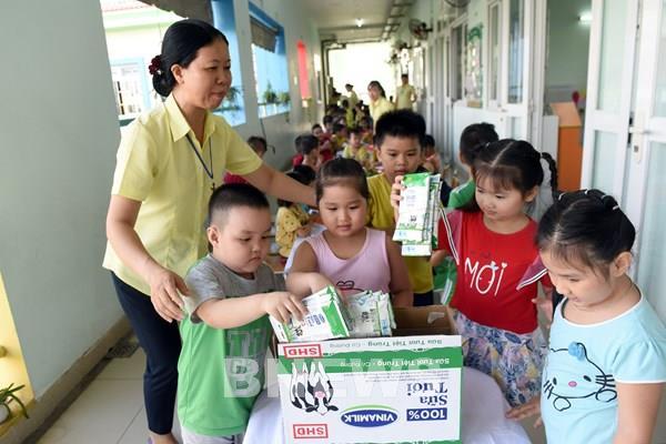 Chương trình sữa học đường mang lại nhiều niềm vui cho trẻ em
