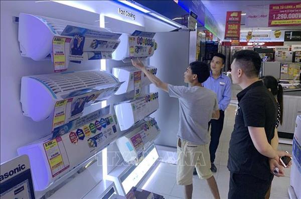 Khuyến mại lớn, lượng khách mua sắm tăng mạnh
