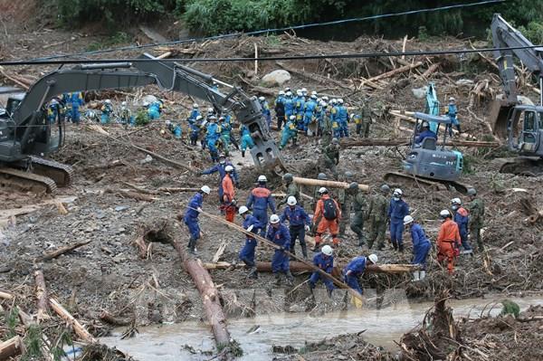 Nhật Bản chạy đua với thời gian để giải cứu người mắc kẹt do mưa lũ