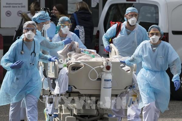 Chính phủ Pháp đạt thỏa thuận hơn 8 tỷ euro hỗ trợ các nhân viên y tế