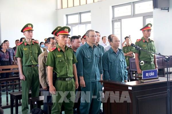 Hoãn phiên tòa xét xử nguyên Chủ tịch, Phó Chủ tịch UBND thành phố Phan Thiết