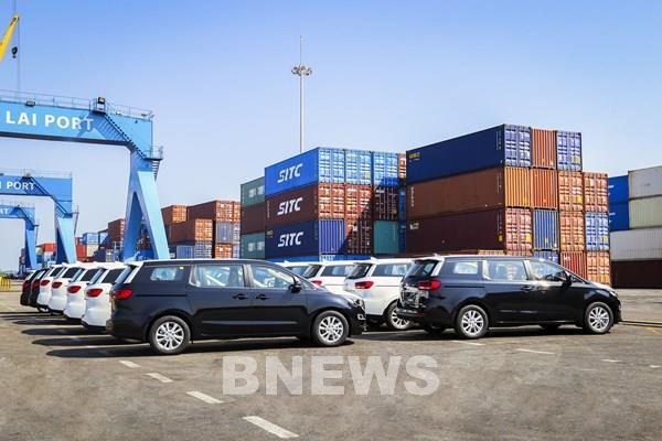 THACO tiếp tục xuất khẩu 80 xe du lịch Kia Grand Carnival sang Thái Lan