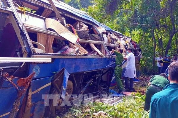 Thêm 2 người tử vong trong vụ xe khách lao xuống vực ở Kon Tum