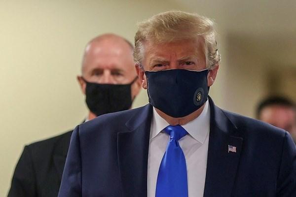 Tổng thống D.Trump lần đầu tiên đeo khẩu trang xuất hiện trước công chúng