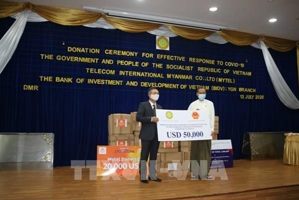 Việt Nam hỗ trợ Myanmar chống đại dịch COVID-19