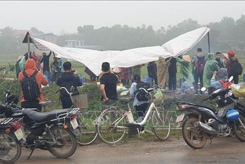 Người dân lại căng lều, chặn xe vào bãi rác Nam Sơn: Nguyên nhân do đâu?