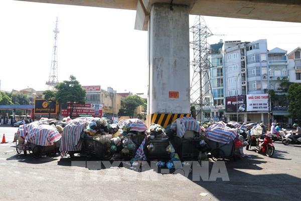 Hà Nội: Phân luồng tập kết rác tạm thời sau khi bãi rác Nam Sơn bị chặn