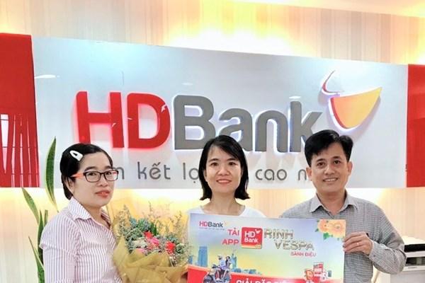"""64 khách hàng may mắn nhận giải từ chương trình """"Tải App HDBank"""""""