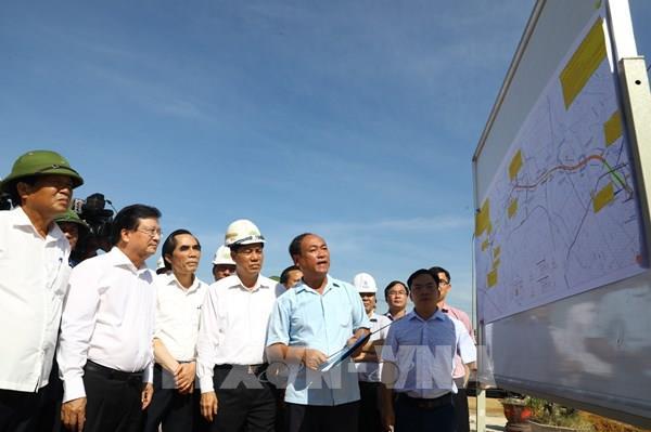 Phó Thủ tướng Trịnh Đình Dũng kiểm tra tiến độ xây dựng đoạn cao tốc Cao Bồ - Mai Sơn