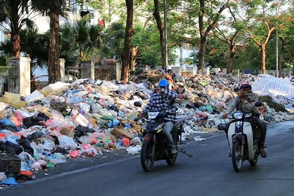Hà Nội: Rác thải vẫn chất đống trong nội thành