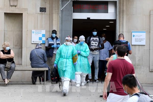 Châu Âu báo động về số ca lây nhiễm SARS-CoV-2 tăng vọt