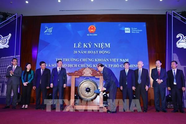 Nâng hạng thị trường chứng khoán Việt Nam lên tầm khu vực và toàn cầu