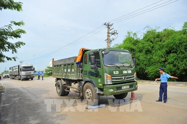 Xử lý tại đầu mối hàng hóa với xe quá tải tuyến Hòa Bình - Hòa Lạc