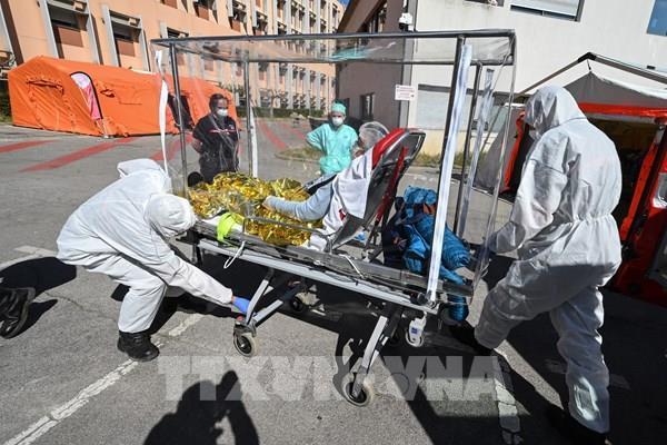 """Pháp ghi nhận tới 500 ổ dịch COVID-19 song loại trừ nguy cơ """"làn sóng thứ hai"""""""