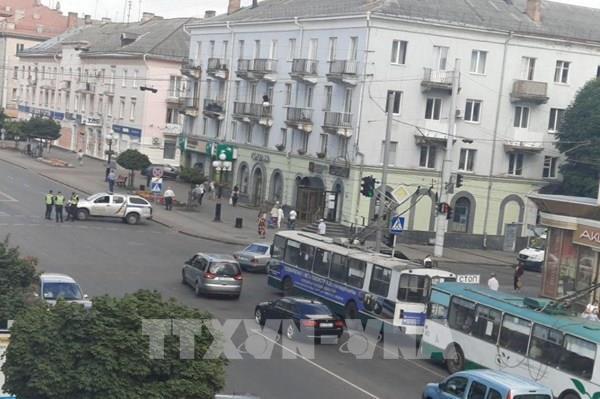 Vụ bắt cóc con tin ở Ukraine: Kẻ tấn công có thể từng ngồi tù