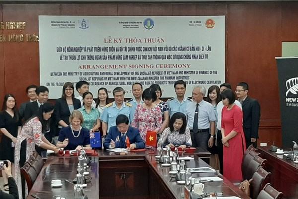 Việt Nam và New Zealand ký kết sử dụng chứng nhận điện tử trong thông quan nông sản