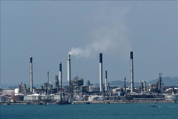 Giá dầu thế giới giảm do lo ngại về nhu cầu năng lượng yếu hơn