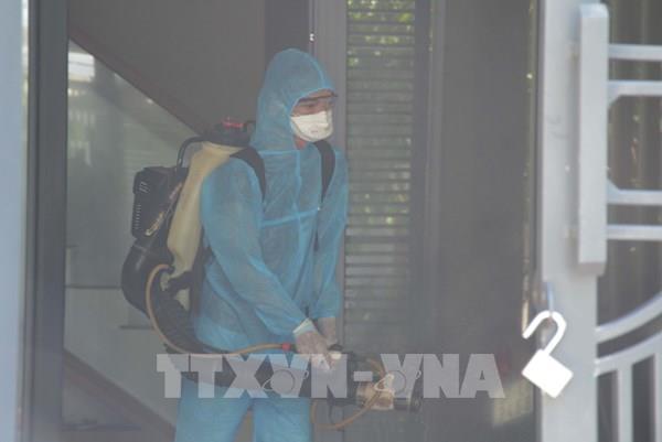 Đà Nẵng: Xử lý sát khuẩn, khoanh vùng nơi ở bệnh nhân nghi nhiễm SARS-CoV-2