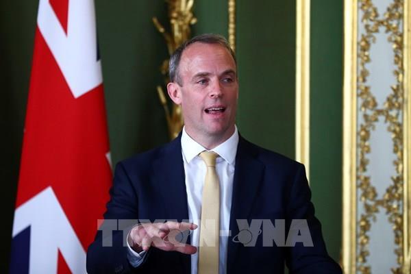 Ngoại trưởng Anh giải thích về quyết định cách ly du khách tới từ Tây Ban Nha