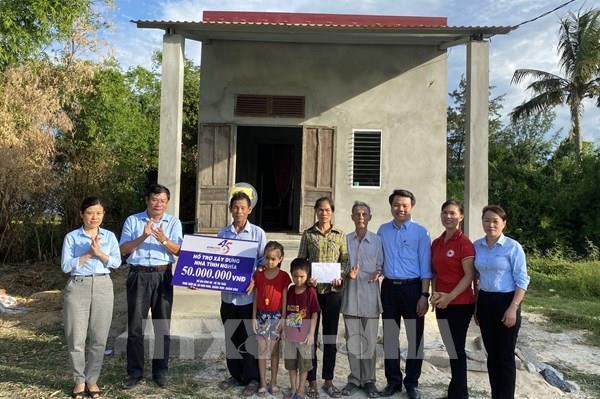 Bàn giao 5 ngôi nhà tình nghĩa cho các gia đình ở Quảng Bình
