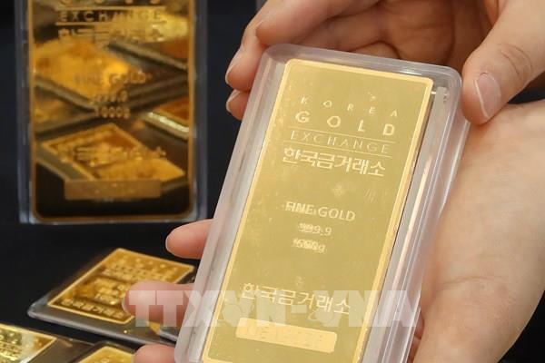 Giá vàng châu Á ghi nhận tháng tăng mạnh nhất trong tám năm rưỡi