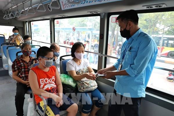 Tất cả xe buýt tại Hà Nội phải vệ sinh khử khuẩn