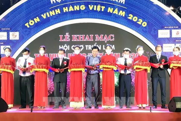 """Khai mạc Hội chợ Triển lãm """"Tôn vinh hàng Việt - năm 2020"""""""