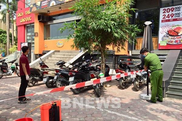 Phong tỏa ngõ 230/26 Mễ Trì Thượng và một nhà hàng vì có trường hợp nghi mắc COVID-19