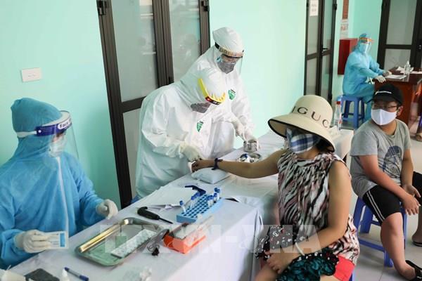 COVID-19: Hà Nội triển khai xét nghiệm nhanh cho công dân từ Đà Nẵng trở về