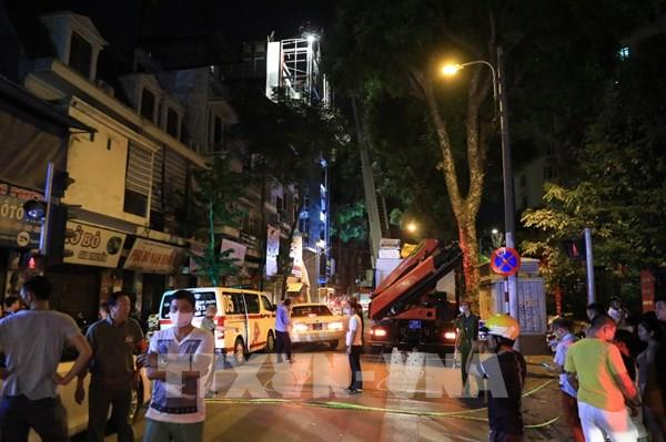 Hà Nội: Sập giàn giáo ít nhất 4 người thương vong