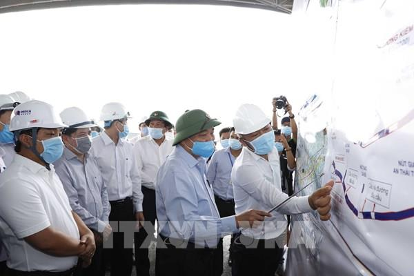 Thủtướng kiểm tra tiến độ thi công cao tốc Trung Lương-Mỹ Thuận