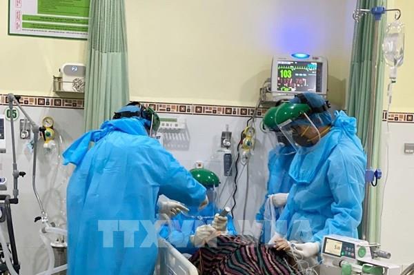 Bệnh viện Đại học Y Hà Nội cử 13 người hỗ trợ vùng tâm dịch COVID-19