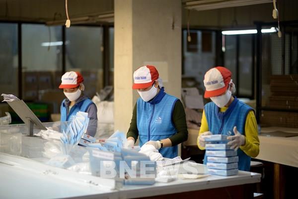 Doanh nghiệp cung ứng đủ khẩu trang vải kháng khuẩn