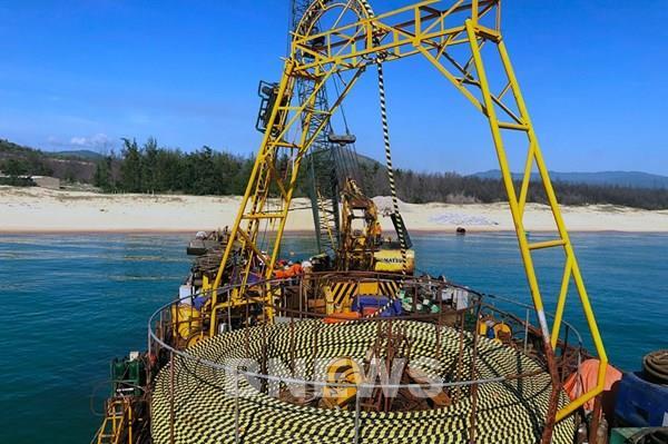 Bình Định hoàn thành kéo 10 km cáp ngầm xuyên biển ra xã đảo Nhơn Châu