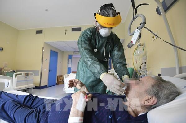 Italy thử nghiệm vắcxin phòng COVID-19 trên người