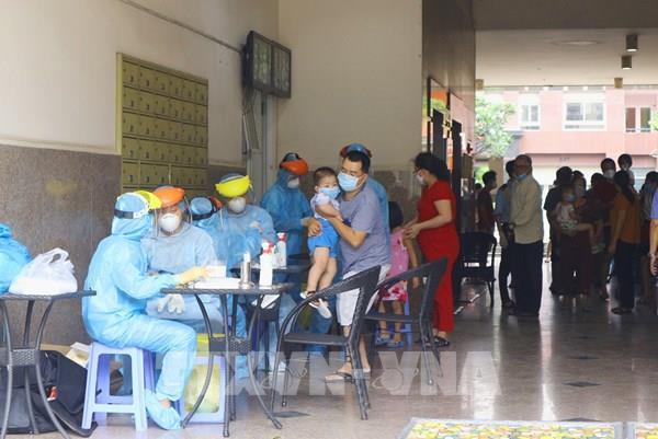 Thành phố Hồ Chí Minh tăng tốc xét nghiệm COVID cho người trở về từ Đà Nẵng