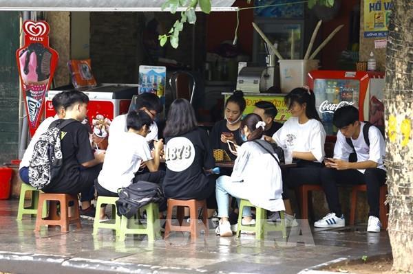 Giới trẻ Thủ đô vẫn chủ quan, lơ là trong thực hiện giãn cách xã hội phòng, chống dịch COVID-19