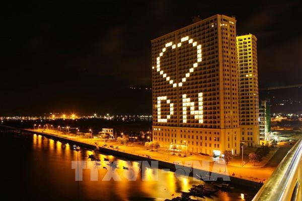 Các khách sạn Đà Nẵng thắp sáng hình trái tim chung tay đẩy lùi dịch COVID-19