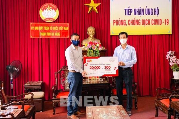 Central Retail trao tặng các bệnh viện ở Đà Nẵng 20.000 khẩu trang y tế