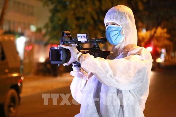 Chuyện nghề của phóng viên giữa tâm dịch Đà Nẵng