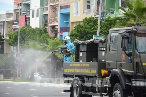 Khử khuẩn khu vực nguy cơ lây nhiễm cao ở quận Sơn Trà, Đà Nẵng