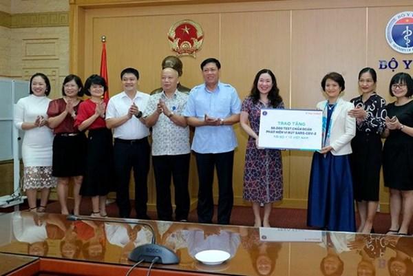 Dịch COVID-19: Bộ Y tế tiếp nhận 50.000 bộ test SARS- CoV-2