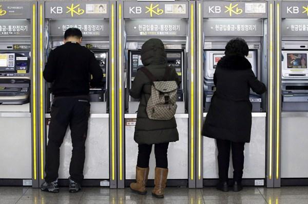 Hàn Quốc: Bốn ngân hàng lớn sử dụng thí điểm thiết bị ATM chung