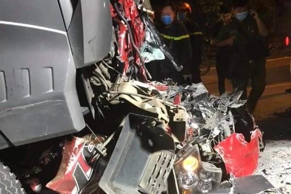 Tai nạn giao thông nghiêm trọng tại Long Biên, 4 người thương vong