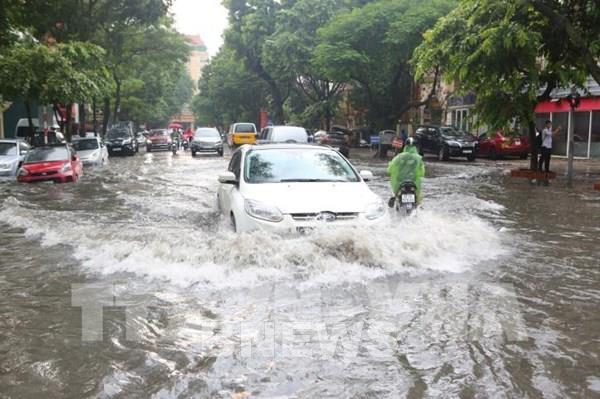 Liệu bạn đã biết vượt qua những cung đường nội đô ngập nước đúng cách?