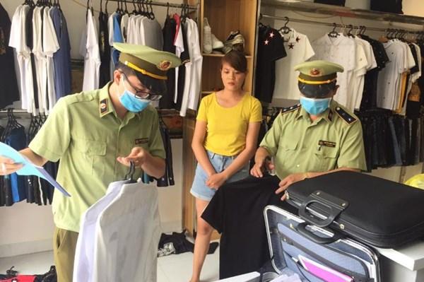 Kiểm tra, thu giữ hàng hóa giả nhãn hiệu NIKE; ADIDAS; BURBERRY tại Lạng Sơn