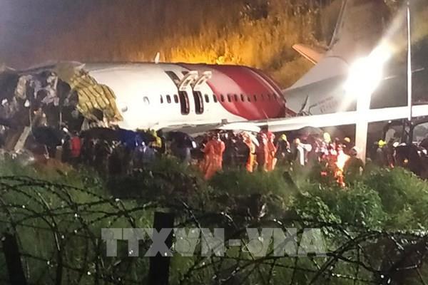 Máy bay Ấn Độ bị gãy làm đôi khi hạ cánh: Số người thương vong tăng cao